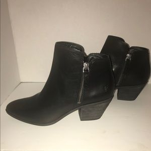 NWOT Frye Black Zip Ankle Booties
